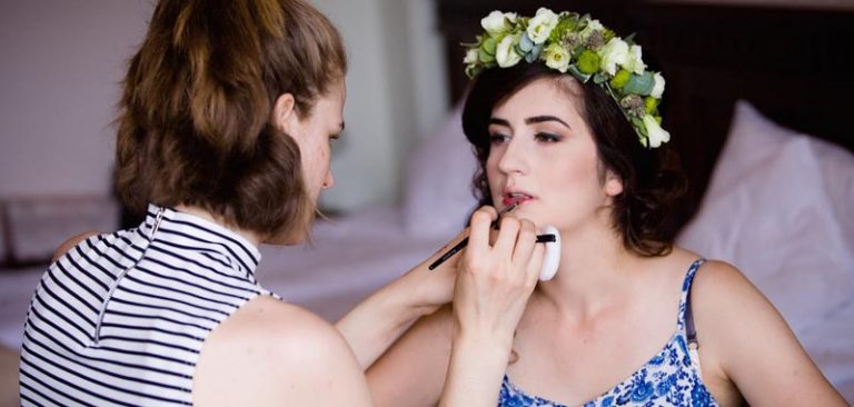 Ema appling bridal lipstick