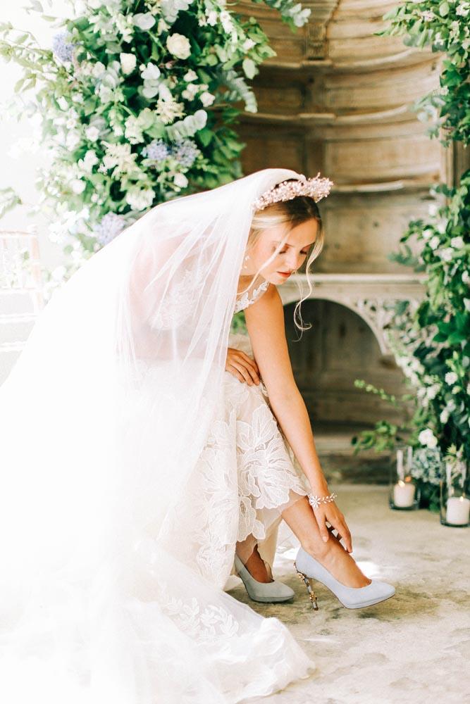Bride with statement hairpiece