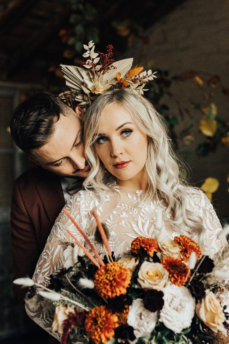 Autumn wedding ideas bride and groom