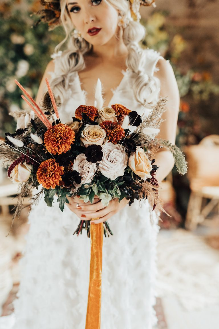Autumn wedding ideas bridal bouquet
