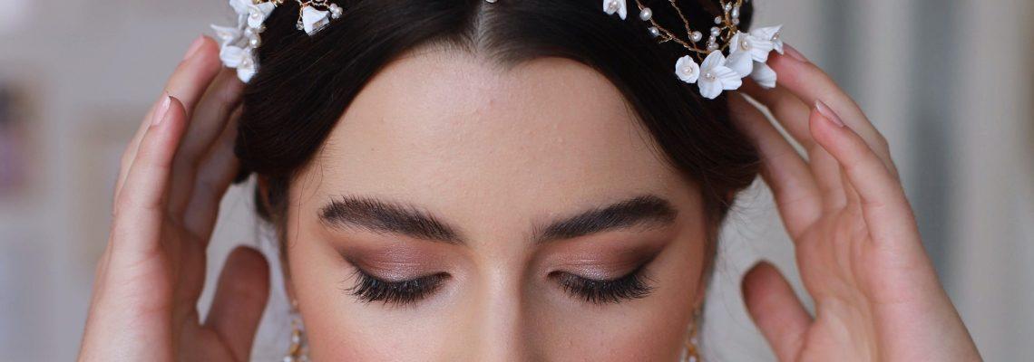 Bridal hair accessories. wedding hairstylist